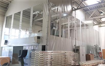 Mitarbeiterschutz durch getrennte Arbeitsbereiche mittels Abtrennung aus PVC Plane